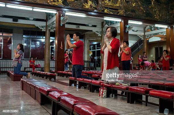 Both Chinese and Filipinos offer their prayers in Seng Guan temple during the Lunar New Years Eve