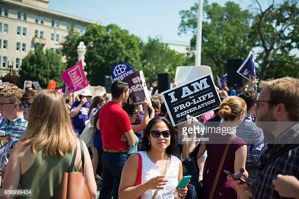 Both sides of abortion debate outsite US Supreme Court
