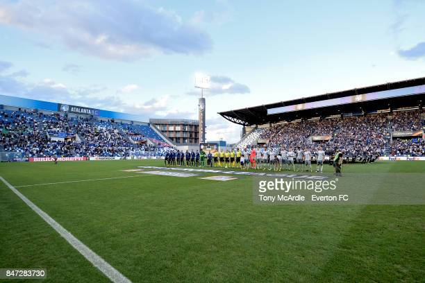 Both teams line up before the UEFA Europa League Group E match between Atalanta and Everton at Mapei Stadium on September 14 2017 in Reggio...