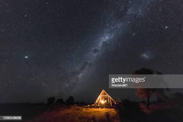 botswana, kgalagadi transfrontier park, kalahari, two rivers camp at night, milky way - kalahari desert fotografías e imágenes de stock