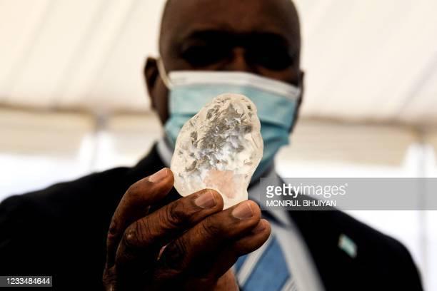 Botswana President Mokgweetsi Masisi holds a gem diamond in Gaborone, Botswana, on June 16, 2021. - Botswanan diamond firm Debswana said on June 16,...