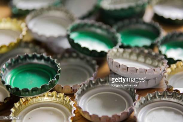 bottle caps - 瓶のキャップ ストックフォトと画像