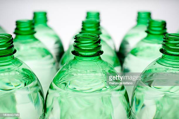 bottle isolated - glas serviesgoed stockfoto's en -beelden