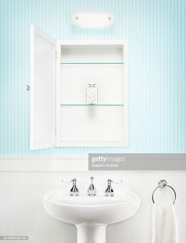 Bottle Of Aspirin Set Alone In Open Medicine Cabinet In Bathroom Foto De Stock Getty Images