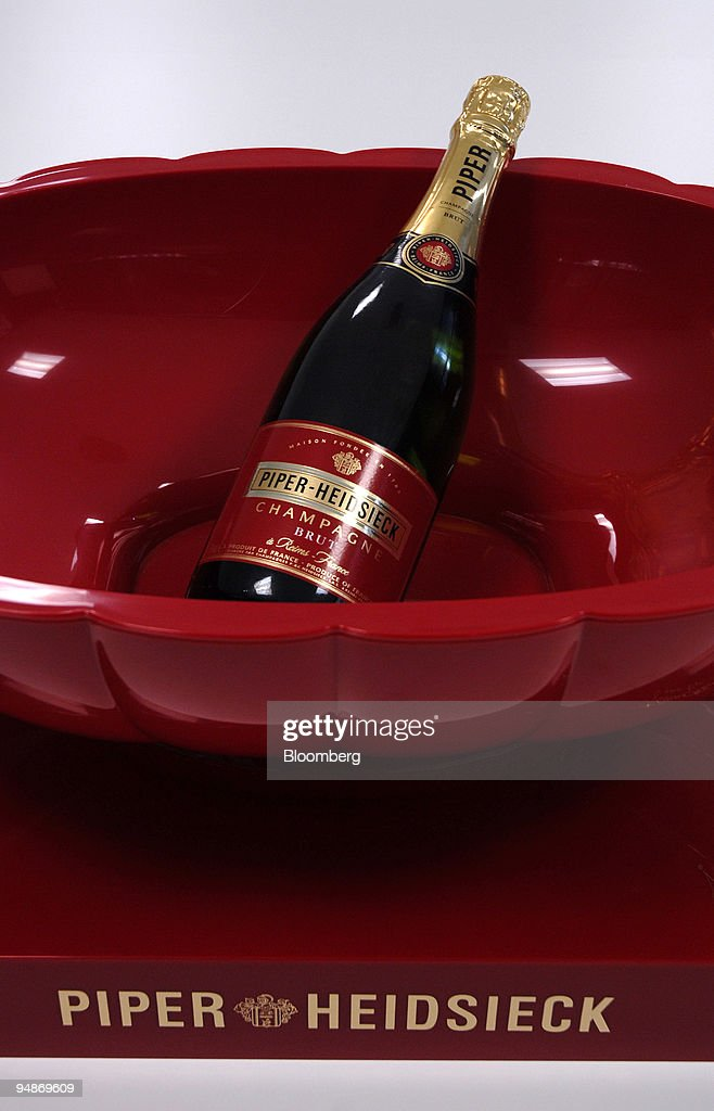 A bottle of champagne sits on display at the Piper-Heidsieck : ニュース写真