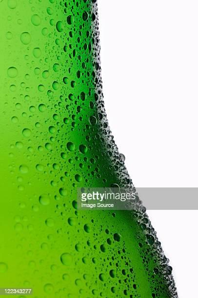 Botella de cerveza lager, primer plano