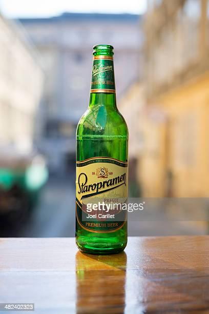 Garrafa de Cerveja lager Staropramen de Praga