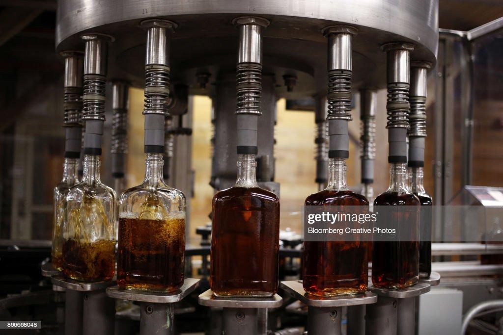 Bottles of single barrel bourbon are filled on the bottling line at a distillery : ストックフォト