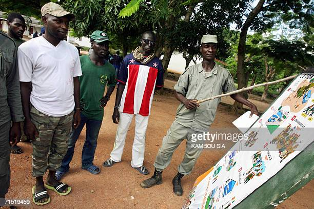 Former rebel explains to his comrades the DDR process at the Bouake battalion barracks, a gathering site for former rebels of the Forces Nouvelles ,...