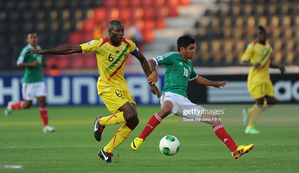 Boubacar Diarra of Mali challenges for the ball with Jesus Corona of Mexico during the FIFA U20 World Cup Group D match between Mali and Mexico at Kamil Ocak Stadium on June 28, 2013 in Gaziantep, Turkey.