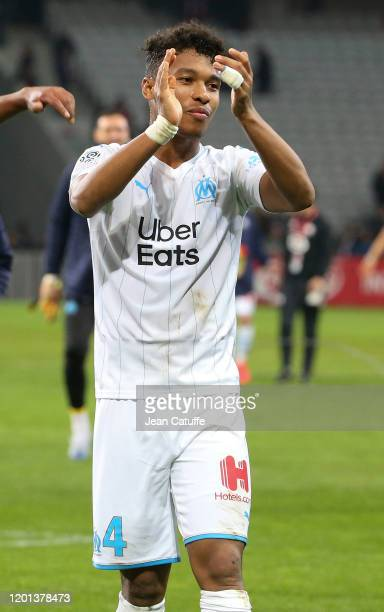 Boubacar Kamara of Marseille celebrates the victory with the supporters following the Ligue 1 match between Lille OSC and Olympique de Marseille at...