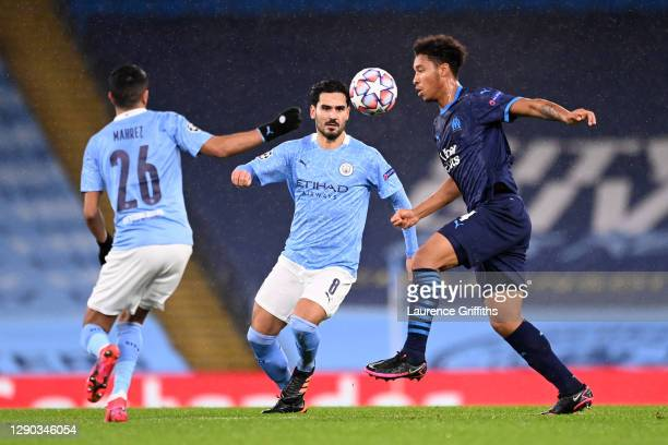 Boubacar Kamara of Olympique de Marseille controls the ball whilst under pressure from Ilkay Gundogan and Riyad Mahrez of Manchester City during the...