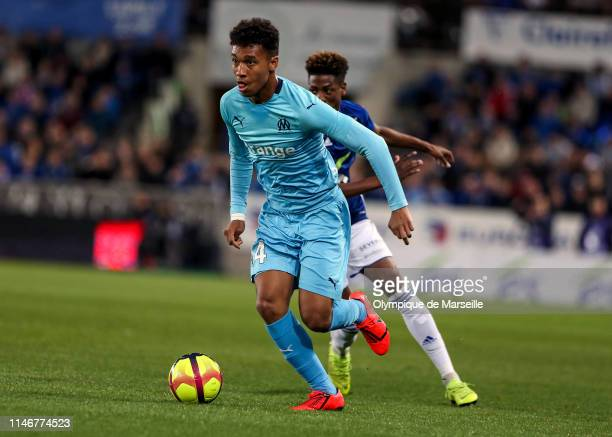 Boubacar Kamara of Olympique de Marseille runs with the ball during the Ligue 1 match between RC Strasbourg and Olympique de Marseille at La Meinau...