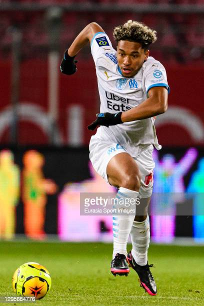 Boubacar Kamara of Olympique de Marseille runs with the ball during the Ligue 1 match between Dijon FCO and Olympique Marseille at Stade Gaston...
