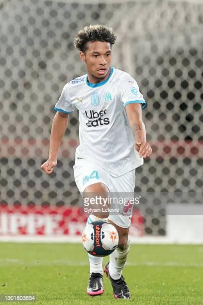 Boubacar Kamara of Olympique de Marseille runs with the ball during the Ligue 1 soccer match between RC Lens v Olympique de Marseille at...