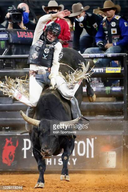 Boudreaux Campbell rides bull Buckin' For Cash during the PBR World Finals, on November 15th at the AT&T Stadium, Arlington, TX.
