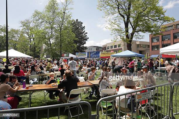 boulder creek festival goers eating in central park - boulder county stock pictures, royalty-free photos & images
