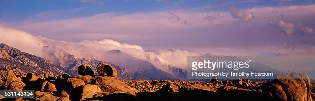 boulders in the alabama hills near lone pine - timothy hearsum stock pictures, royalty-free photos & images