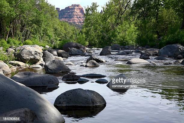 boulders de sedona, oak creek canyon no arizona - oak creek canyon - fotografias e filmes do acervo