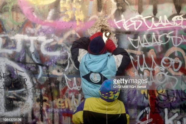 le Mur de BERLIN s'écroule le 9 novembre 1989