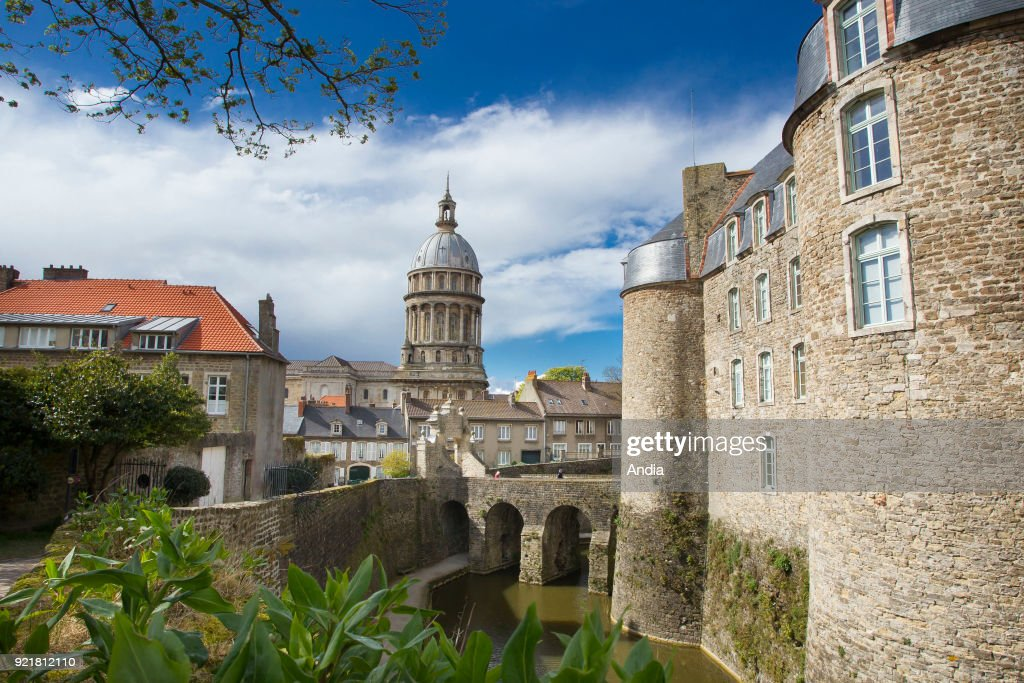 steeple of the Basilica of Notre-Dame de Boulogne, the Old City and the chateau.