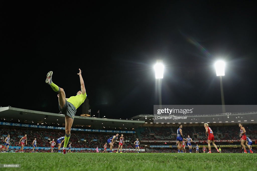 A boundary umpire throws the ball in during the round 10 AFL match between the Sydney Swans and the North Melbourne Kangaroos at Sydney Cricket Ground on May 27, 2016 in Sydney, Australia.