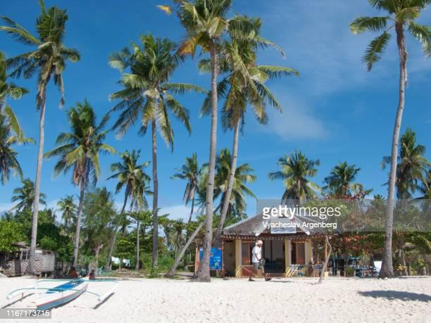 bounty beach, malapascua island, philippines - argenberg stock-fotos und bilder