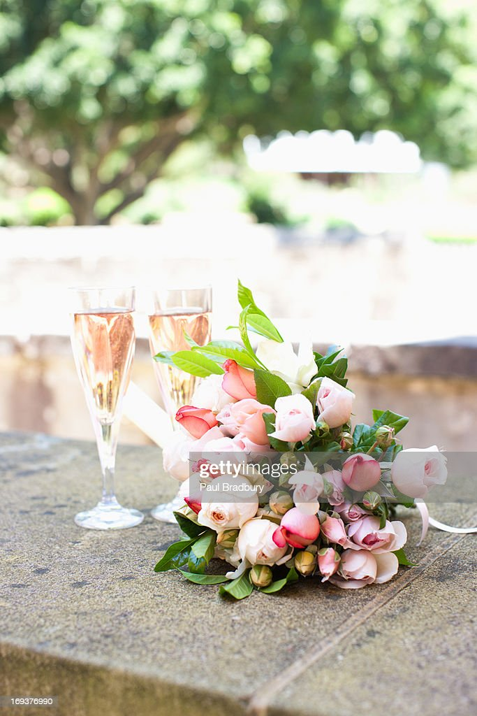Bouquet and champagne : Stock Photo