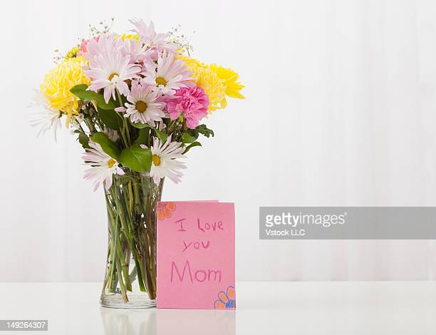 bouquet in vase with greeting card for mother's day - mothers day card stock pictures, royalty-free photos & images