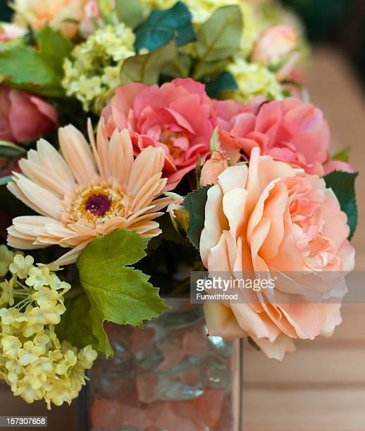 花束、スプリングシルクのバラの花束のアレンジメント、花瓶テーブルのセンターピース