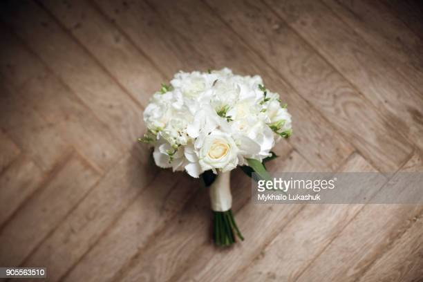 bouquet of white roses on floor - bouquet stock pictures, royalty-free photos & images
