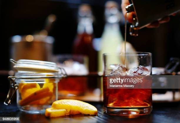 bourbon being poured into a glass - bourbon whisky foto e immagini stock