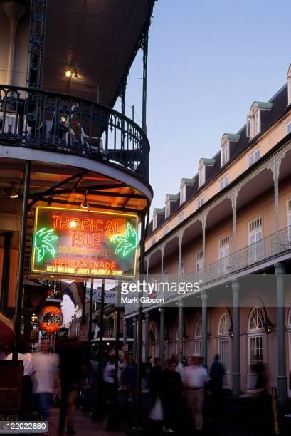 bourbon st, french quarter, new orleans, la - barrio francés fotografías e imágenes de stock