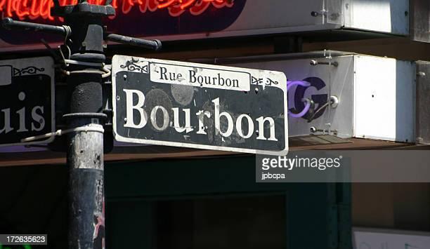 バーボンストリート - ニューオリンズ バーボンストリート ストックフォトと画像
