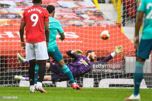 Bournemouth's Norwegian striker Joshua King shoots a penalty kick past Manchester United's Spanish goalkeeper David de Gea and scores during the...