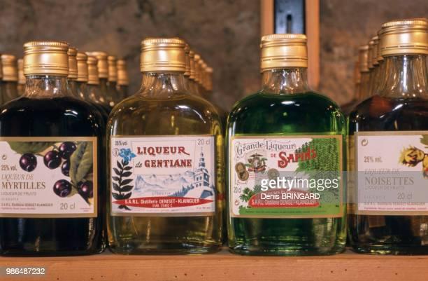 Bouteilles de liqueurs de myrtille gentiane sapin noisette spécialités de FrancheComté France