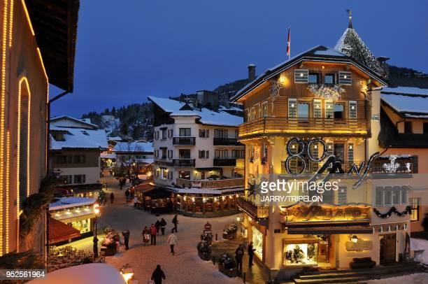 Boutique Aallard, Village de Megeve, la nuit, Haute-Savoie, France.