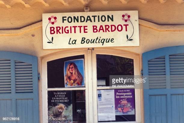 Boutique de la Fondation Brigitte Bardot à SaintTropez en octobre 1996 dans le Var France
