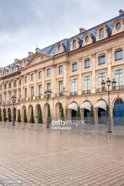 boutique shops at place vendome in paris - ヴァンドーム広場 ストックフォトと画像