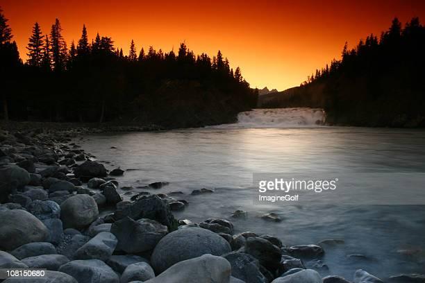 Bow Falls en parque nacional de Banff