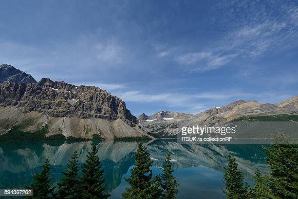 bow lake in banff national park, alberta, canada - bow valley stock pictures, royalty-free photos & images