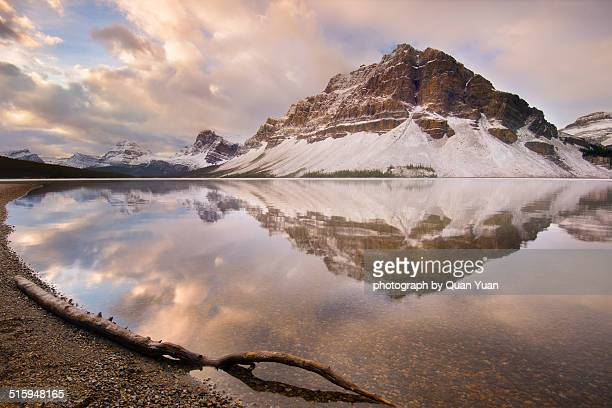 bow lake ssunrise - yuan quan stock pictures, royalty-free photos & images