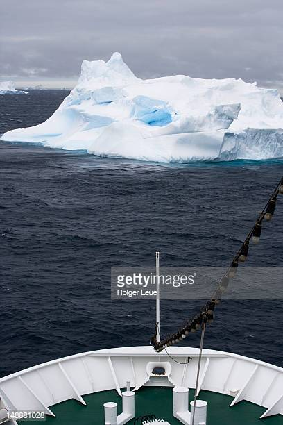 bow of cruiseship ms deutschland approaching iceberg. - ms deutschland cruise ship fotografías e imágenes de stock