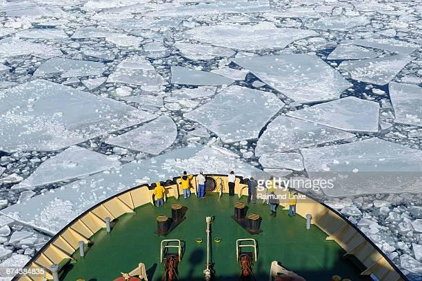 bow of icebreaker on the way through the pack ice - weddell sea - fotografias e filmes do acervo
