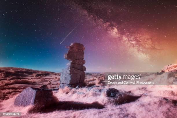 bowerman's nose, dartmoor - infrarosso foto e immagini stock