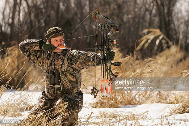 Bowhunter Draws Bow hunting for Whitetail deer