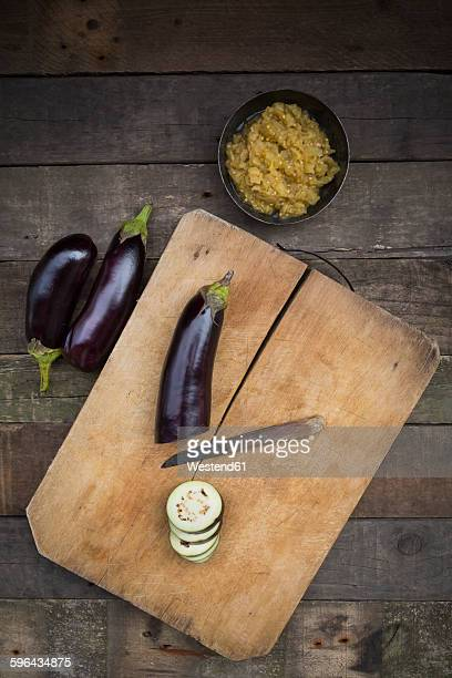 Bowl of Baba Ghanoush, aubergines and knife on chopping board