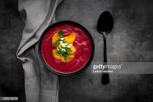 bowl of beetroot soup - larissa veronesi stock-fotos und bilder