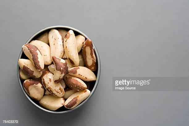 tazón de nuez del brasil - brazil nut fotografías e imágenes de stock