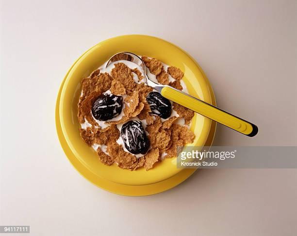 bowl of cereal - dörrpflaume stock-fotos und bilder
